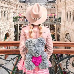 подарок на 8 марта серый мишка из роз с сердцем