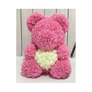 розовый мишка из роз с белым сердцем