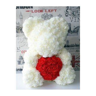 белый мишка из роз с красным сердцем