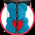 голубой мишка из роз с сердцем в коробке